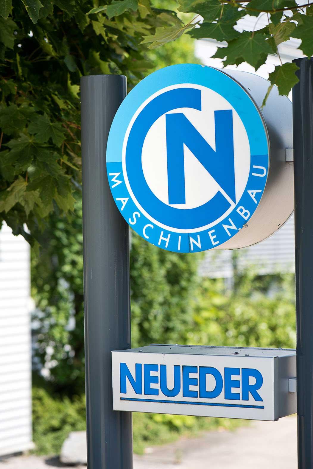 Neueder Maschinenbau Firmenschild